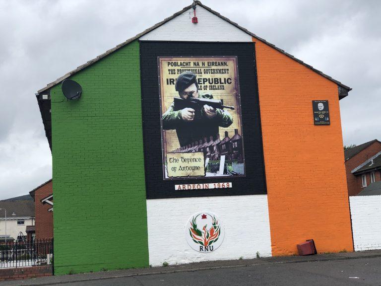 Bill Roston raconte l'histoire des fresques et des Murals de Belfast et d'Irlande du Nord [Interview]