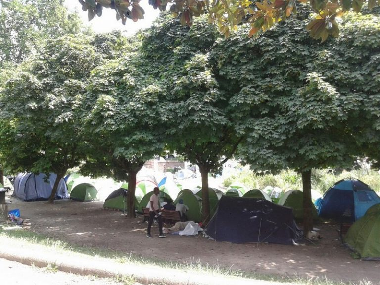 Nantes. Alors qu'un squat de migrants clandestins est évacué, un rideau de fer est érigé square Daviais…