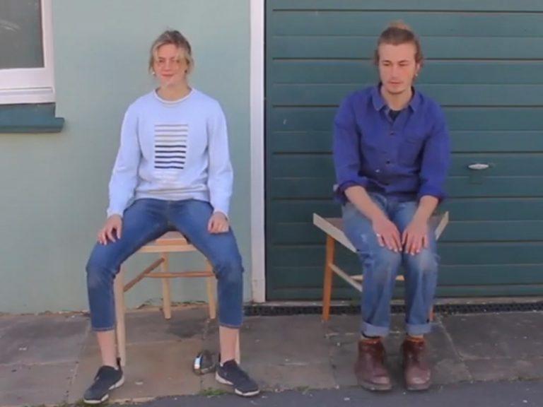 « Manspreading » : une chaise féministe reçoit un prix à Londres [Vidéo]