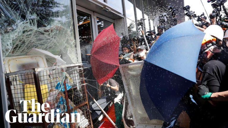 Hong Kong : de violents affrontements entre police et manifestants [Vidéo]