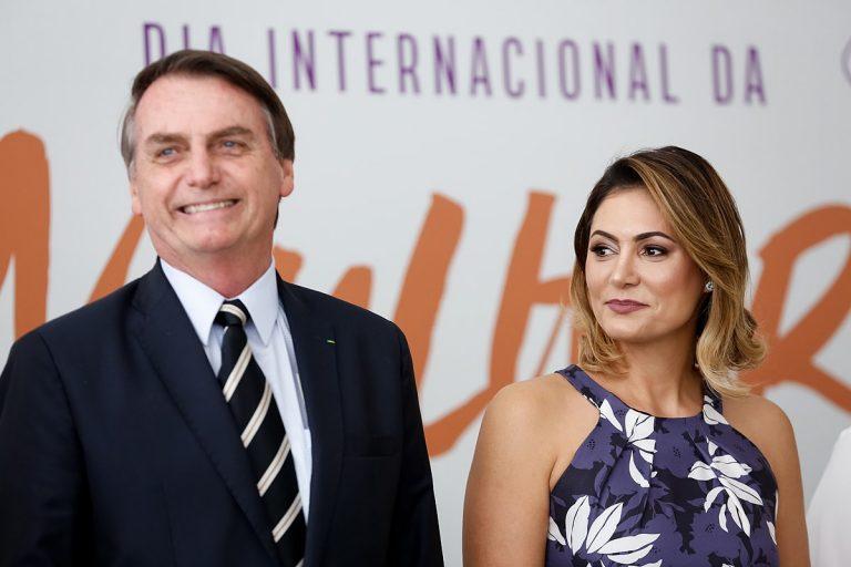 « N'humilie pas le type » : Jair Bolsonaro raille le physique de Brigitte Macron [Vidéo]