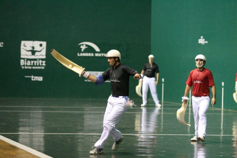 Jeux et sports traditionnels régionaux : la Pelote Basque (8/9)