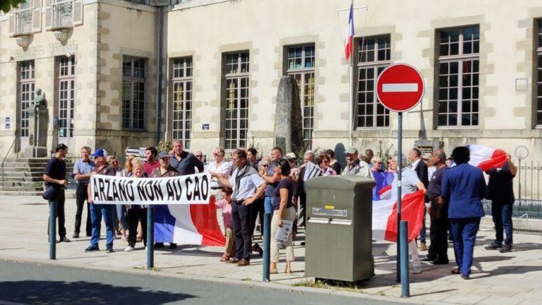Quimperlé. Des citoyens descendent dans la rue contre l'accueil de migrants