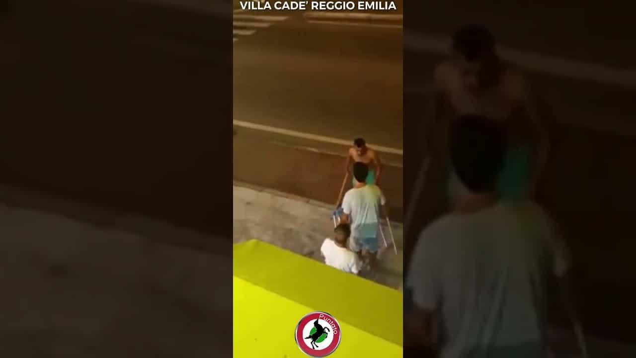 Italie : un Marocain agresse la serveuse d'un bar et tente d'écraser les clients [Vidéo]
