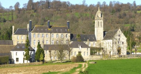 Patrimoine. L'abbaye de Bricquebec : son histoire et sa charcuterie !
