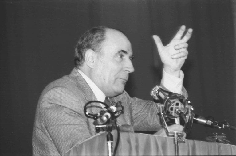 Faux antiracisme :  A propos du coup d'État mitterrandien de 1983