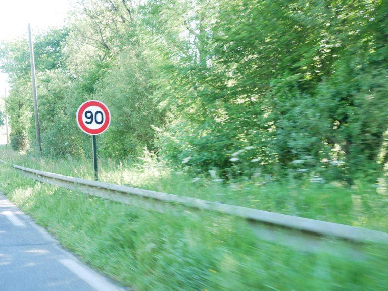 Retour à 90km/h sur les routes. La responsabilité des élus engagée, vraiment ?