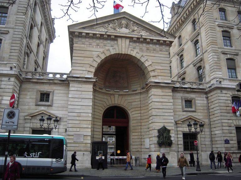 Attaque à la préfecture de police de Paris : que sait-on de l'agresseur ?