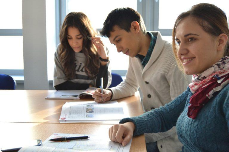 Et si vous aidiez des étudiants en difficultés financières avec Studhelp ?