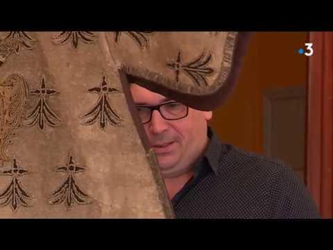 Un tabard, relique exceptionnelle du Moyen-Âge, retrouvé et dévoilé à Carhaix [Vidéo]