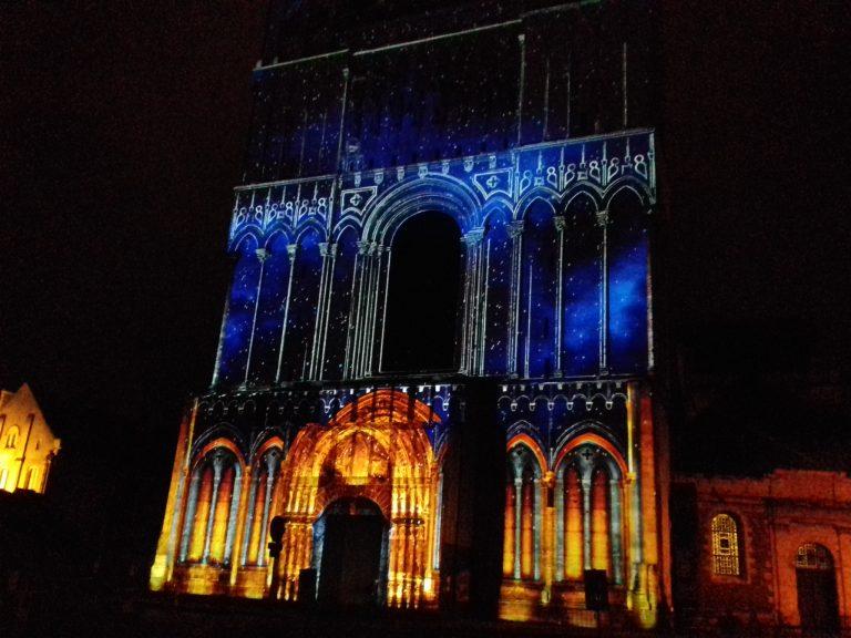 Angers: le spectacle lumineux de Nantes Lucia est sur la Cathédrale