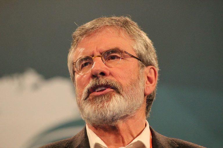 Irlande. L'ancien chef du Sinn Féin, Gerry Adams, se retire de la vie politique