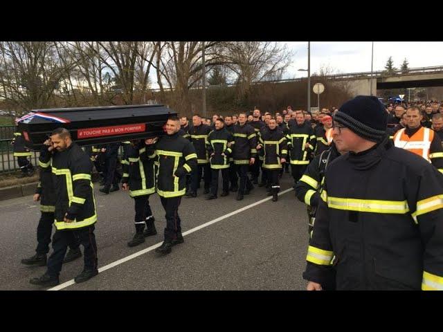 Manifestation de 800 pompiers à Strasbourg : « Ils veulent tuer du pompier »
