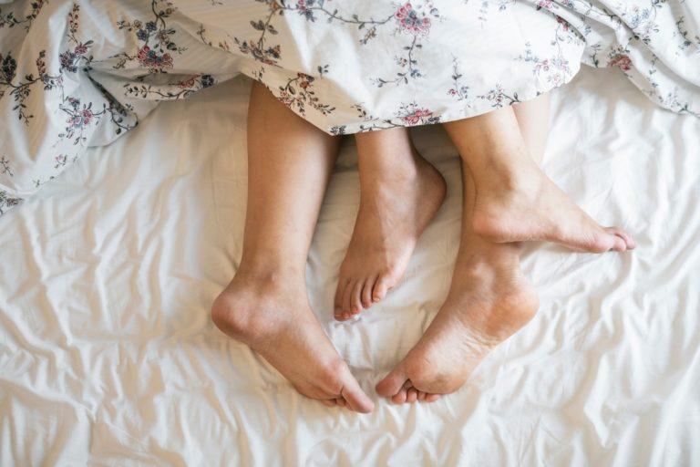 Insolite. Avoir des relations sexuelles avec 10 parternaires ou plus augmenterait le risque de cancers
