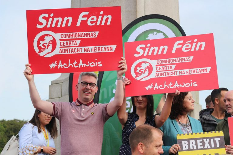 Le Sinn Fein est désormais le parti le plus populaire en République d'Irlande, selon les sondages.