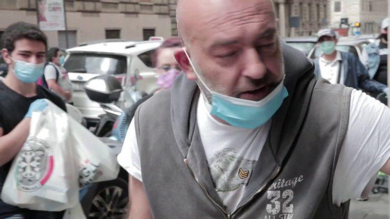 Crise en Italie. Retour en images sur les 5 tonnes de nourriture distribuées à la population par Casapound