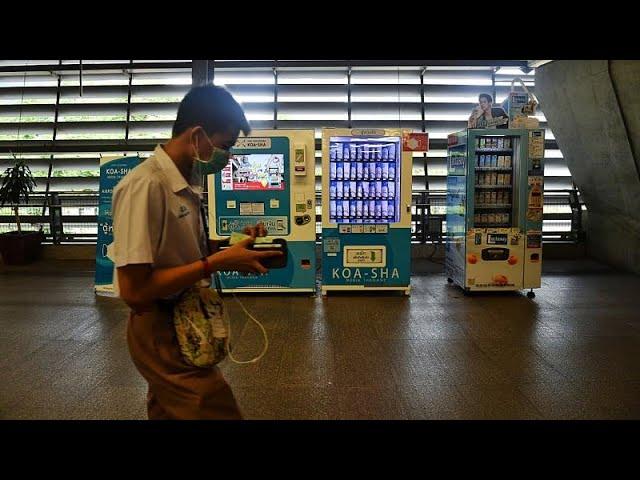 Des distributeurs automatiques de masques à Bangkok