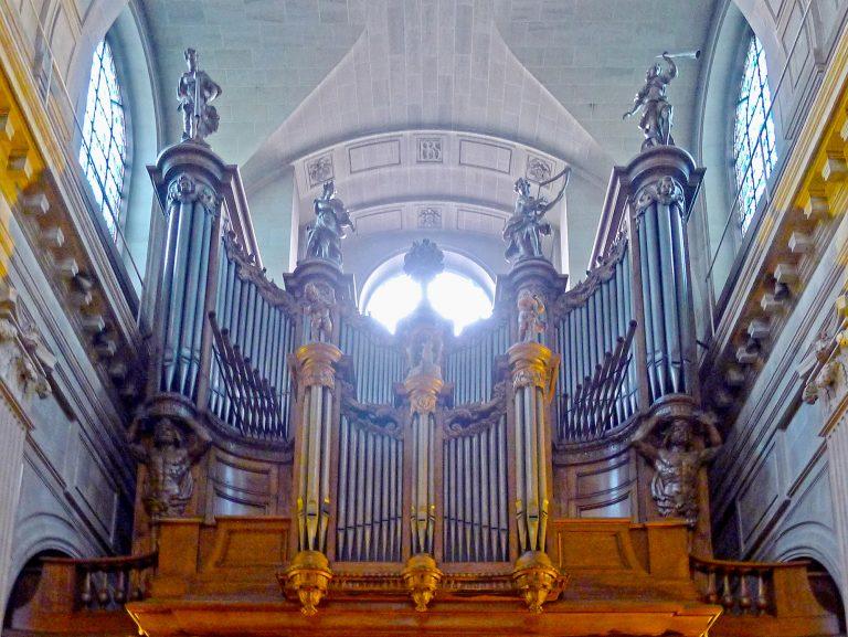 Paris. Messe de Pâques à St Nicolas du Chardonnet. Une fake news du journal Le Point ?