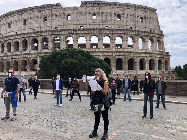 « Il y'a des Italiens qui ne se rendent pas ». Dans toute l'Italie, des rassemblement contre le Gouvernement et le confinement.