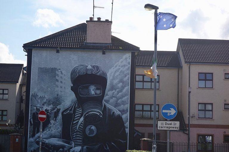 Ulster. Il avait photographié pour l'Histoire la bataille du Bogside à Derry. Clive Limpkin est décédé
