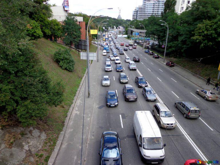 Le sondage qui met Anne Hidalgo en PLS. Les Français préfèrent la voiture aux transports en commun