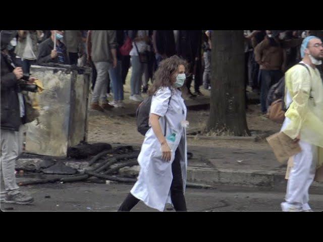 Infirmière interpellée lors de la manifestation du 16 juin à Paris : la séquence en intégralité