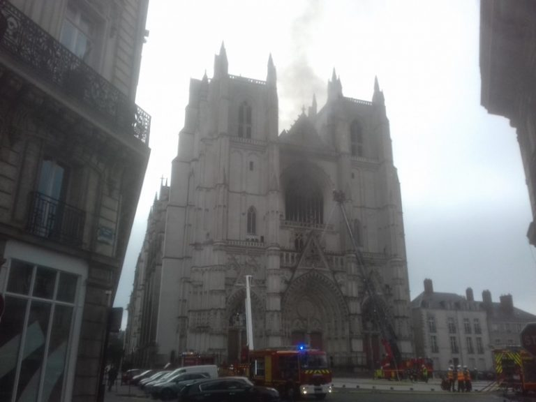 Nantes. Un incendie – criminel ? – s'est déclaré dans la cathédrale ce matin.