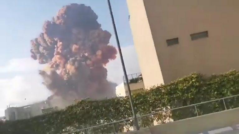 Les images des deux explosions survenues à Beyrouth (Plus de 100 morts et des milliers de blessés)