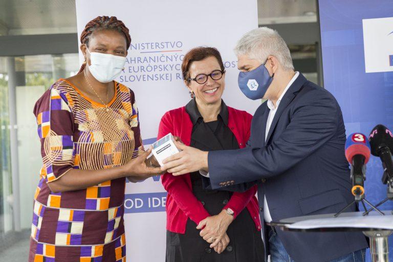 La Slovaquie expédie  50 000 kits de dépistage de COVID-19 au Kenya