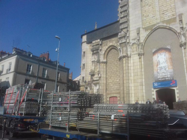 Nantes. Des travaux sur la grue marteau et l'église Saint-Similien