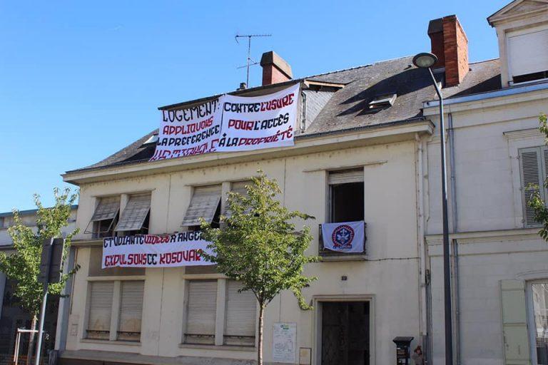 « Préférence nationale au logement ». Des jeunes identitaires d'Angers (L'Alvarium) occupent un immeuble