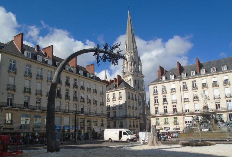 La mairie de Nantes veut un sapin de Noël écolo, artificiel et énergivore