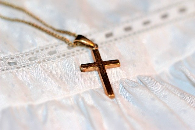 Suède. Traité de « sale porc » à cause d'une croix: l'ensauvagement se poursuit à Malmö [Vidéo]