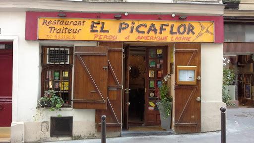 El Picaflor. Le tigre allaite au pied de la montagne Sainte-Geneviève