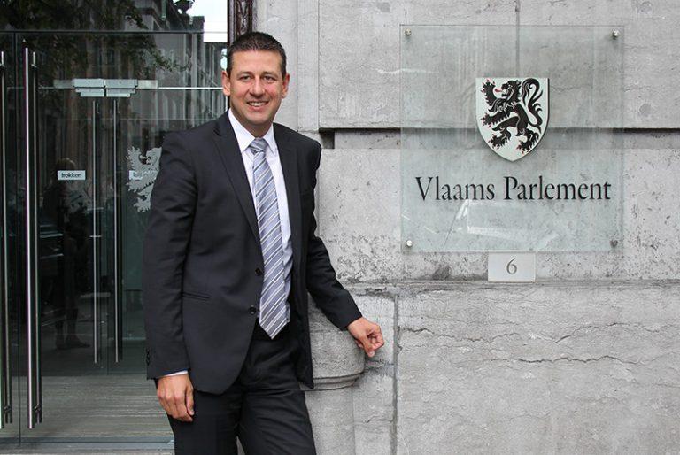 Entretien avec le chef de file des élus du Vlaams Belang au sein du Parlement flamand Chris Janssens.