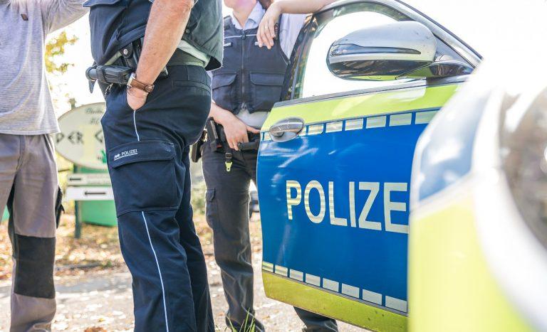 Les services de renseignement allemands persécutent les nationalistes et leurs structures, tant politiques qu'intellectuelles