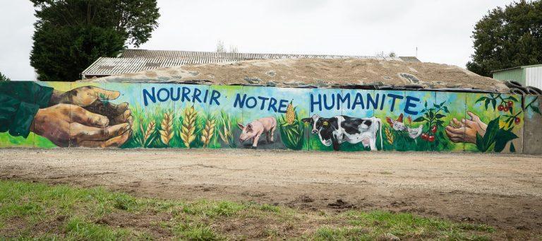 Face aux antispécistes, la réponse artistique d'un éleveur breton
