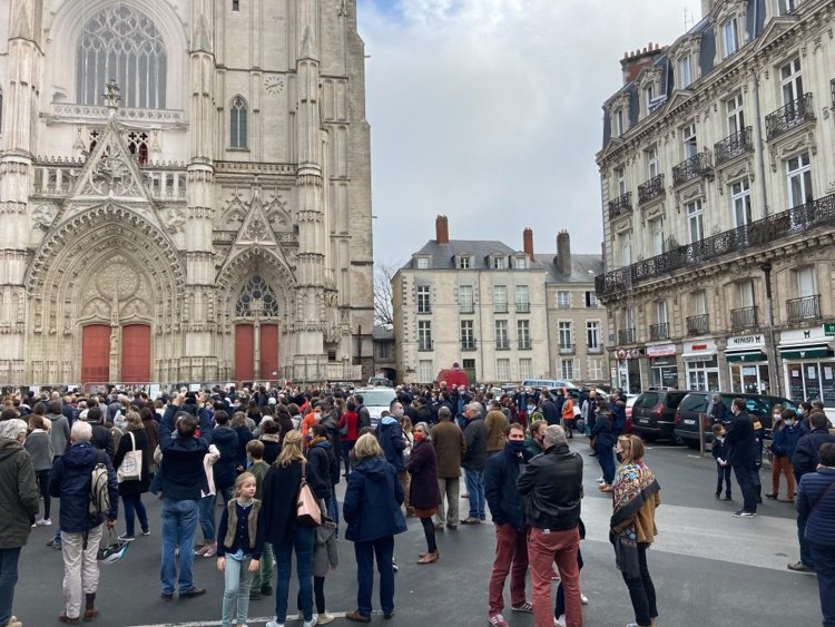 Nantes. Plus de 700 catholiques mobilisés pour retrouver la Messe ! [Vidéo]