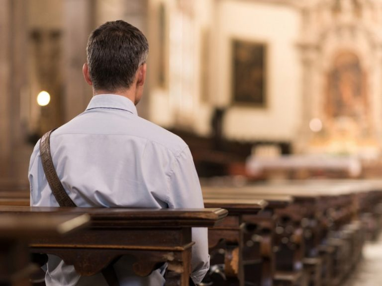 Il priait dans une église : un homme manque d'être verbalisé à Rezé