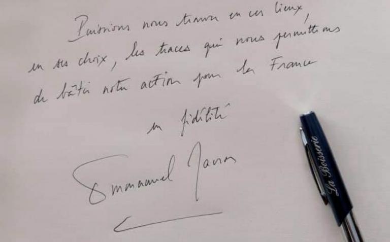 « Les traces qui nous permettrons ». La faute d'orthographe d'E. Macron sur le livre d'or du Général De Gaulle