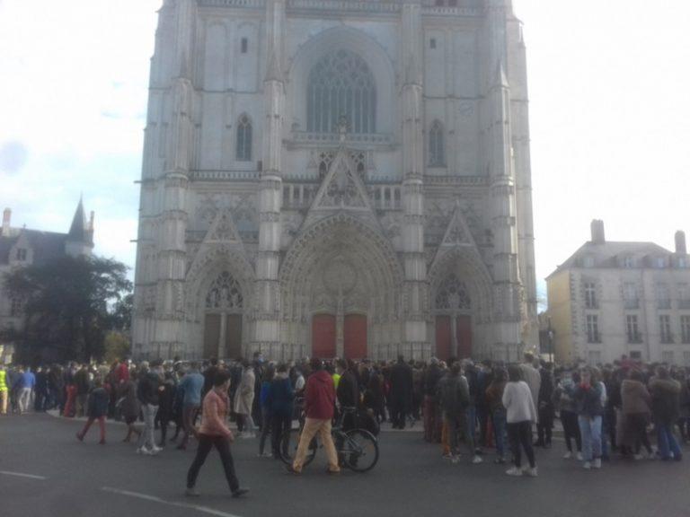 Nantes, Versailles, Lyon : des catholiques montent au front pour défendre la célébration des messes