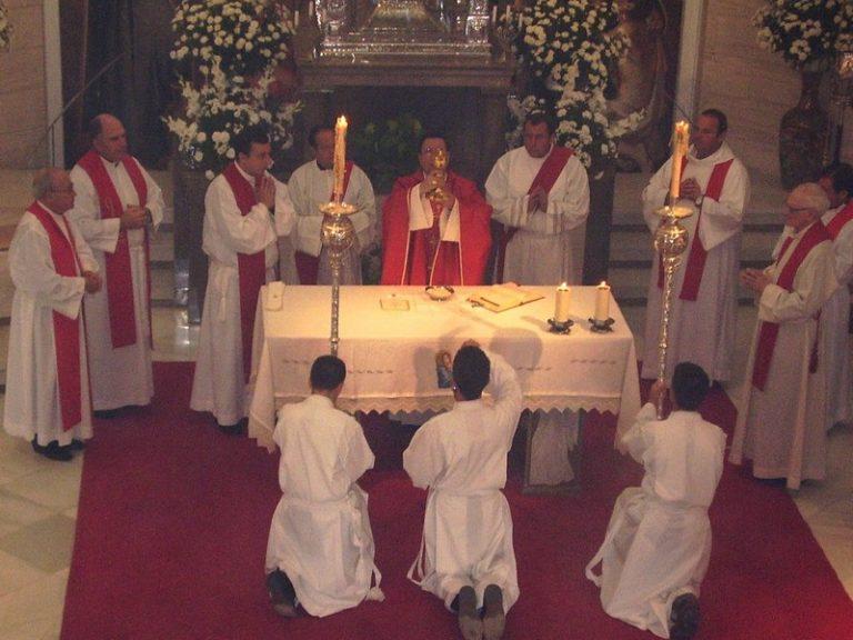 Messes : la jauge de 30 fidèles fait débat