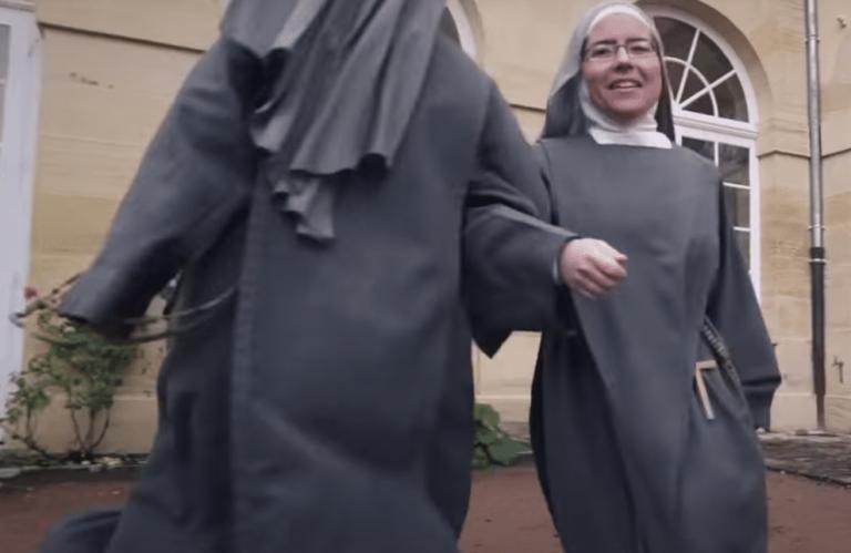 Pour rester « ensemble jusqu'au bout » et financer les travaux de leur convent, ces nonnes ont réalisé un clip devenu viral [Vidéo]