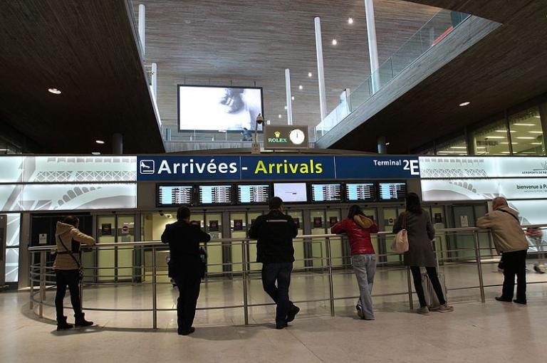 Avoir laissé les frontières ouvertes: l'erreur gravissime qui vaut à la France une épidémie de covid-19 sévère