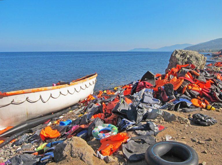 Des ONG Pro migrants accusées de collaboration avec les trafiquants de migrants par un amiral italien