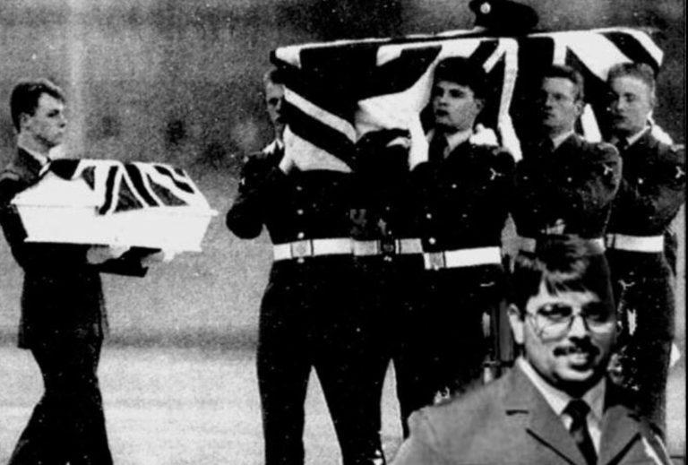 Irlande. L'IRA a utilisé l'arme de Michael Stone (attaque de Milltown) pour tuer un soldat et son bébé