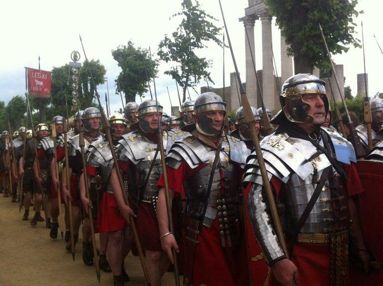 Yann Le Bohec : « L'armée romaine a fonctionné, depuis sa naissance jusqu'au début du IVe siècle, sur un principe simple : la qualité » [Interview]