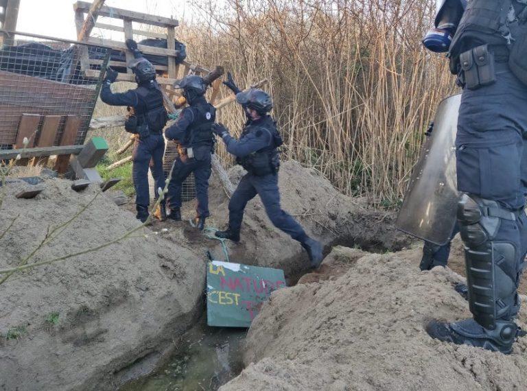 La gendarmerie a débuté l'évacuation de la ZAD du Carnet