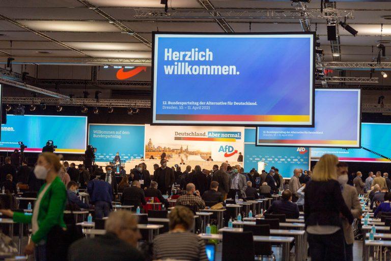 « L'Allemagne. Mais normale » : l'AfD vote contre le port du masque obligatoire [Vidéo]