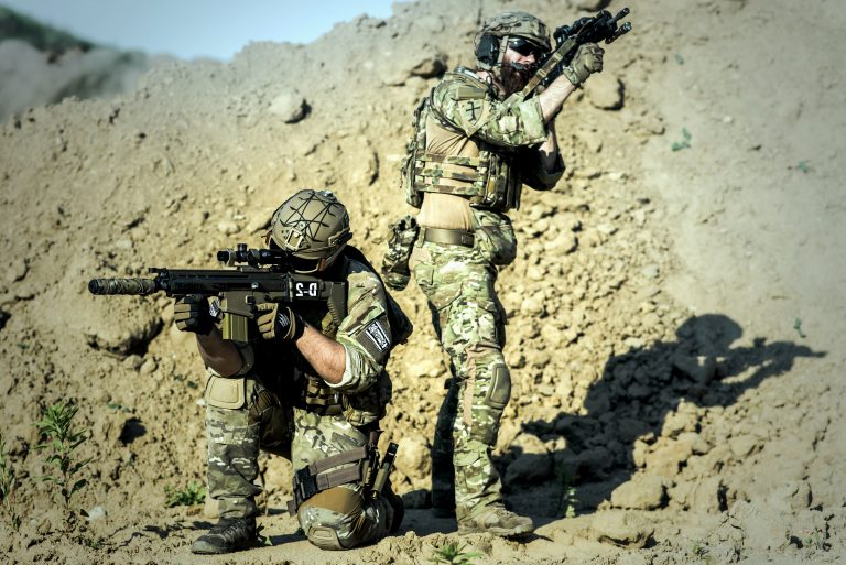 Tribune des généraux. Peut-on suivre des militaires qui ont servi le système toute leur vie ? [L'Agora]